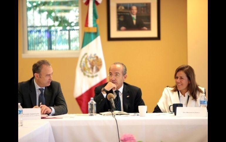 Calderón seguirá reconociendo contribuciones de mexicanos en