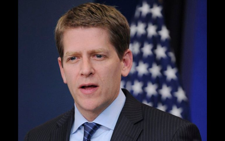 Jay Carney dió el comunicado a los periodistas a bordo del Air Force One. ARCHIVO  /