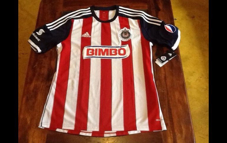 Esta sería la nueva playera del Guadalajara para la próxima temporada.  ESPECIAL   45a7824444932