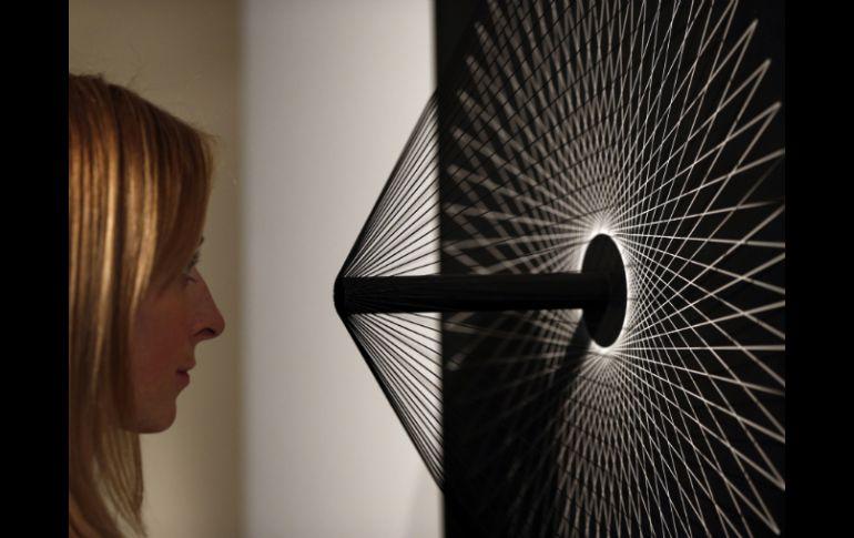 La muestra incluye varias obras del artista argentino Hugo Demarco, como 'Vibrations'. AP /