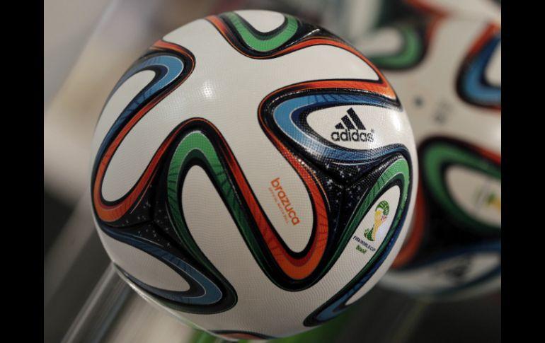 Adidas es el encargado del diseño del balón para el Mundial Brasil 2014. AP    818841e480ca5