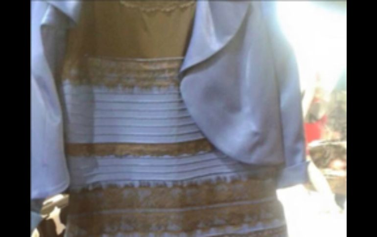 Vestido azul negro o blanco dorado explicacion