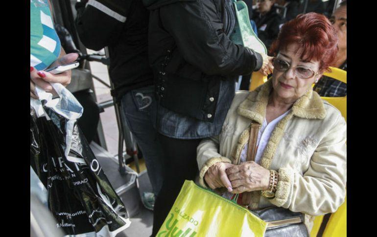 Colectivos piden transporte gratuito para adultos mayores | El ...