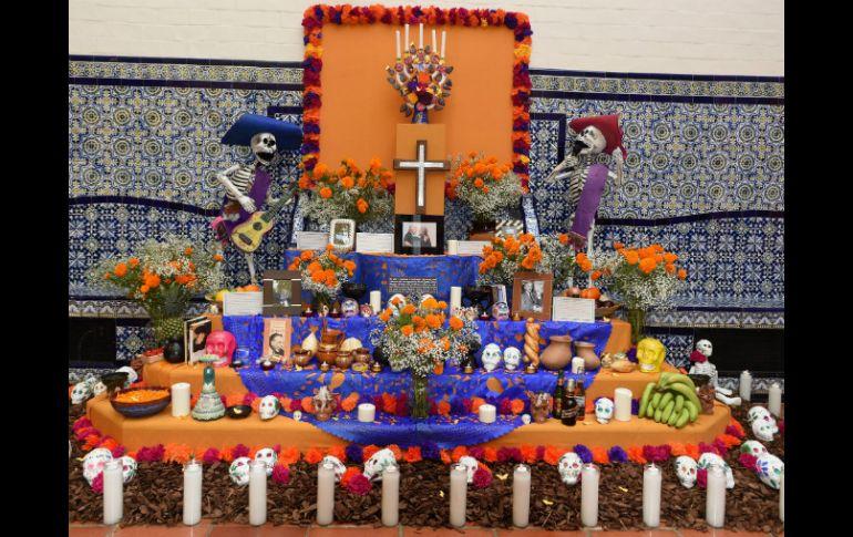 Altar U Ofrenda Elemento Central De La Tradición De Día De Muertos