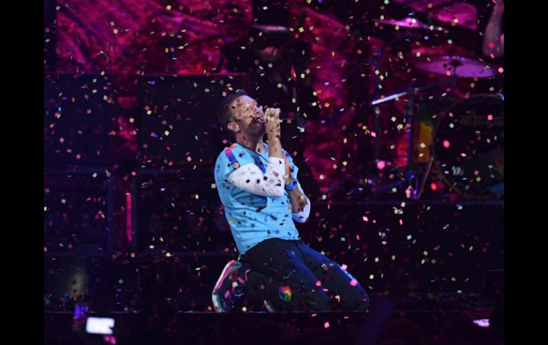 Chris Martin intercaló su voz con un video grabado de George Michael. AFP / J. Tallis