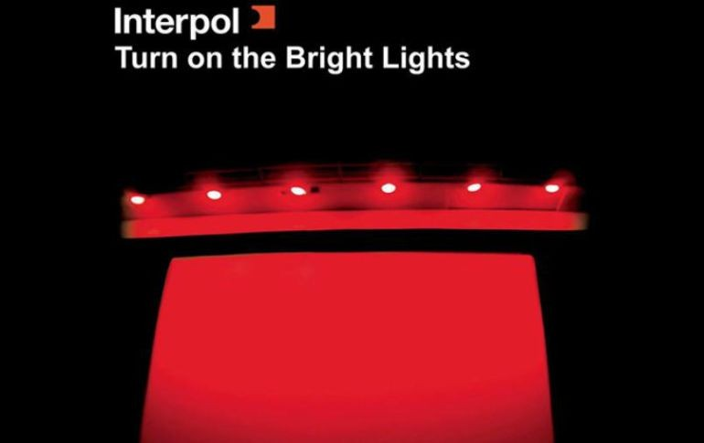 La banda celebrará los 15 años de su disco debut 'Turn On The Bright Lights'. FACEBOOK / Interpol