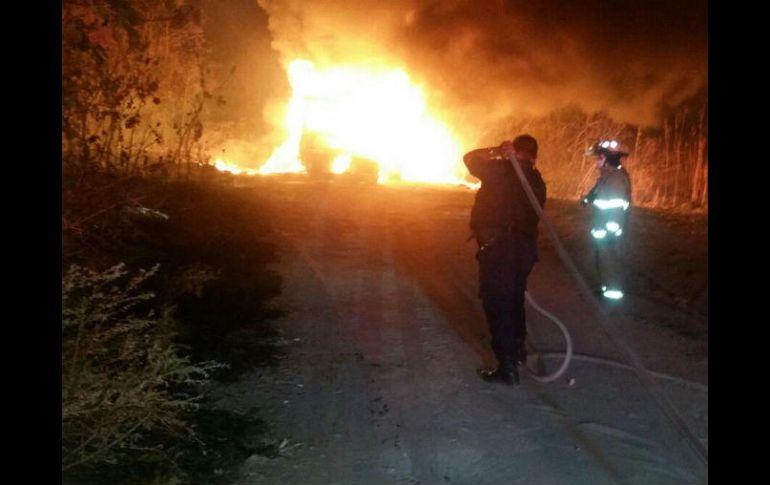 Cami n con combustible robado se incendia en tlajomulco for Villas terranova tlajomulco