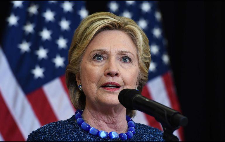 Donald Trump se mofa de Hillary Clinton