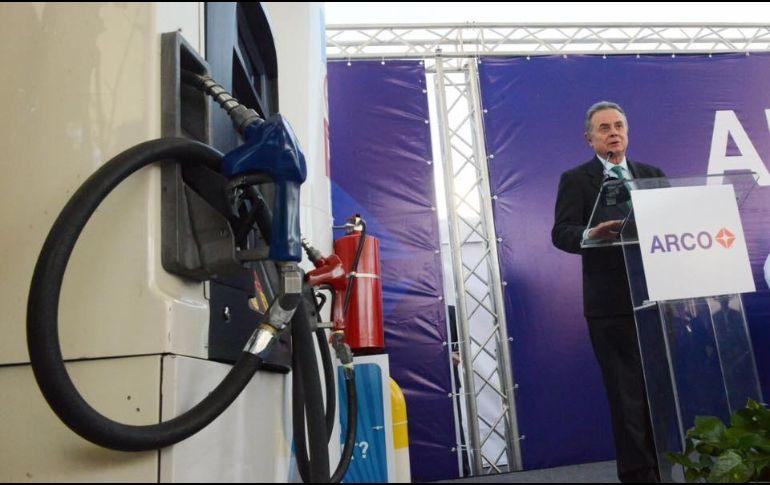 Pedro Joaquín Coldwell, secretario de Energía, estuvo en la inauguración de la gasoinera Arco en Tijuana. FACEBOOK/PJColdwell