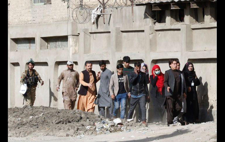 Desconocidos lanzan ataque suicida contra una televisión en Kabul