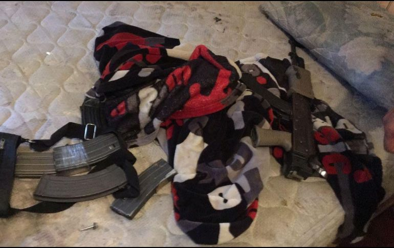 En la finca donde se realiza la detención se encuentran los cuerpos de tres personas droga cristal tres armas cortas un rifle AK-47 dos vehículos y una motocicleta. ESPECIAL