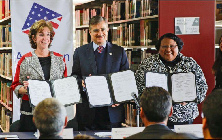 Roberta S. Jacobson, Tonatiuh Bravo Padilla y Tanya C. Anderson firmaron dos acuerdos de colaboración. ESPECIAL