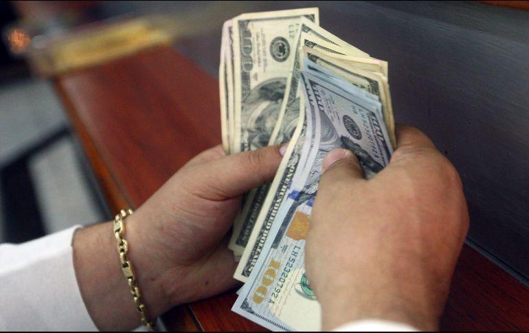 Suben estimado de dólar e inflación