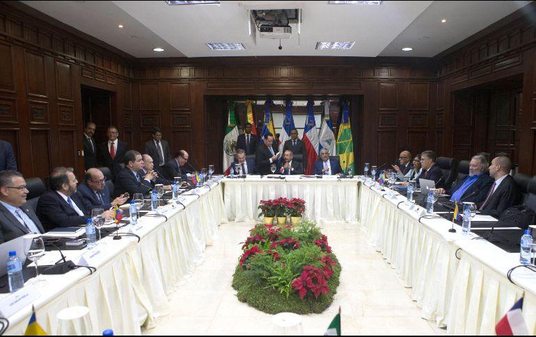 Empiezan a llegar participantes para diálogo Gobierno y oposición Venezuela