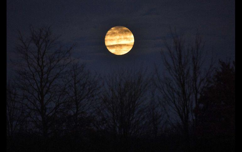 En el cielo de Bain-de-Bretagne, al sur de Francia. En enero de 2018 se podrán observar otras dos superlunas.
