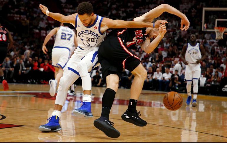 Stephen Curry, al dique seco por culpa de su tobillo