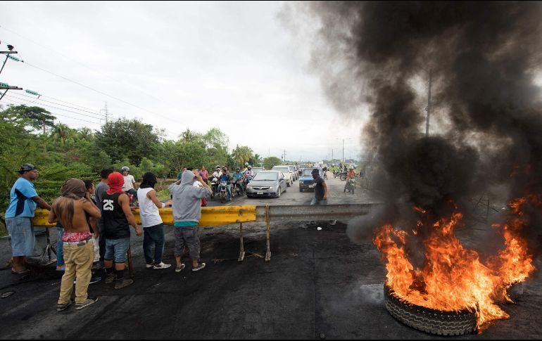 Policías hondureños se declaran en huelga de brazos caídos — Fraude Electoral