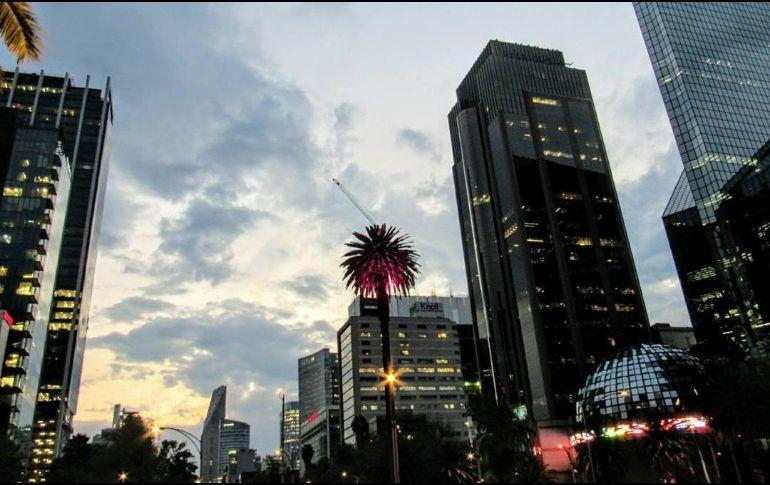 Bolsa Mexicana cierra con ganancias, atenta a reforma tributaria en EU