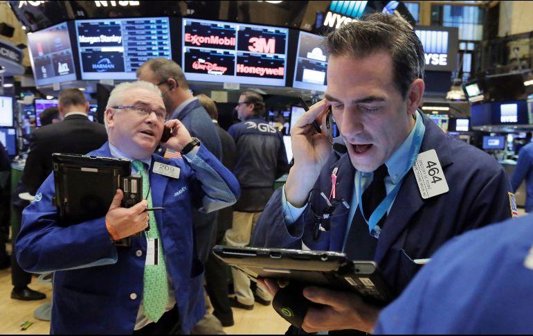 Wall Street registra cierre mixto en medio de reunión de Fed