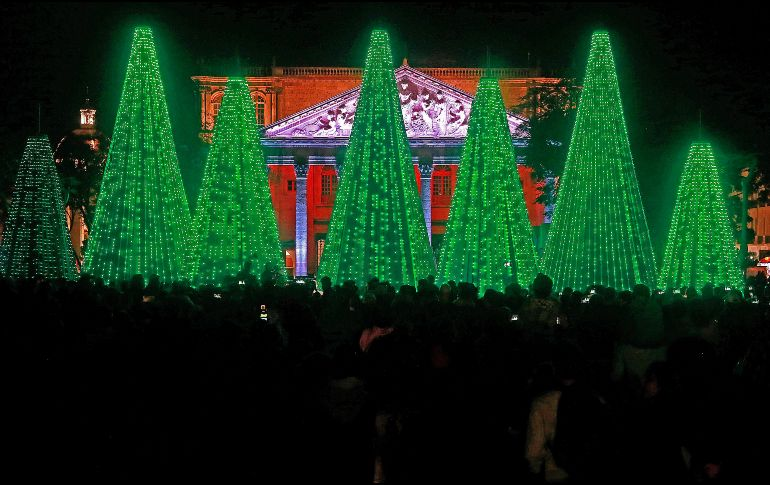 Inauguran decoraciones navideñas en el Centro de la ciudad