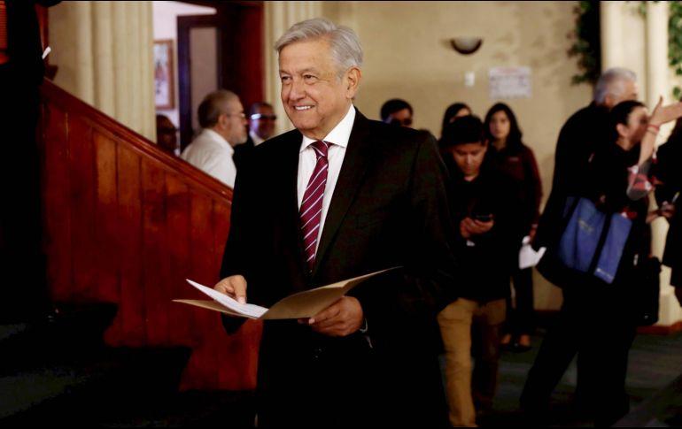 Se registra AMLO como precandidato a la Presidencia de México