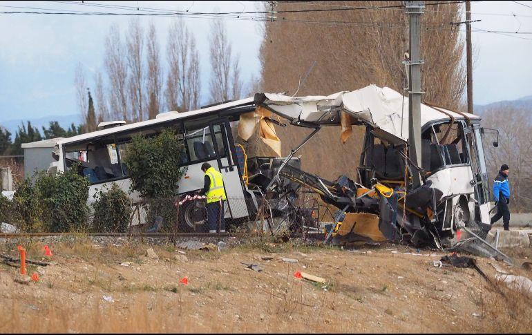 Tren chocó a un colectivo y murieron cuatro niños — Francia