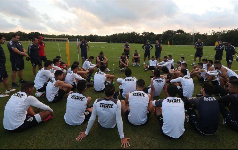 El''Pelado' platicó con el grupo al que motivó en busca de alcanzar los objetivos que se han trazado para el Torneo Clausura 2018. ESPECIAL