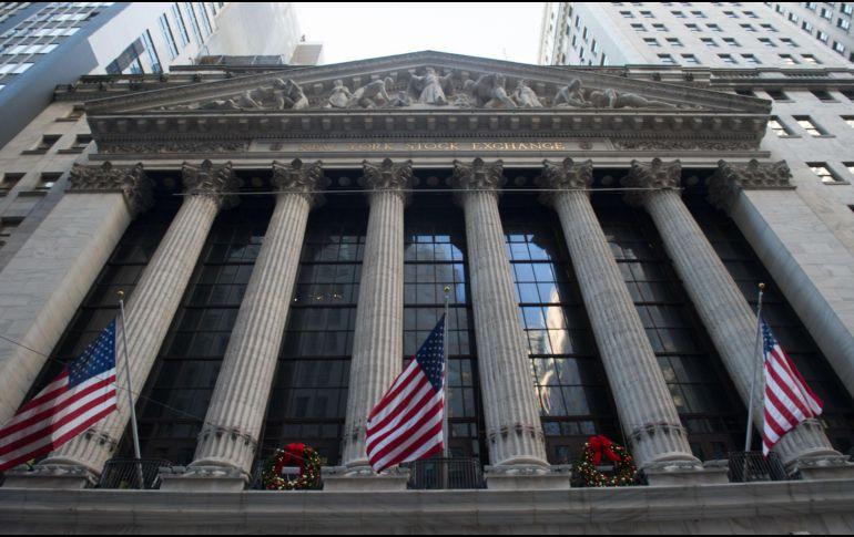 Dow Jones cierra por primera ocasión por arriba de las 25.000 unidades