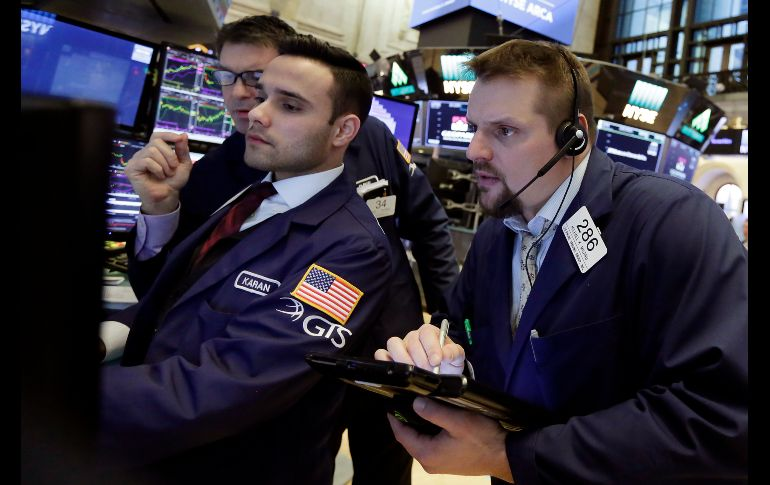 Incertidumbre por China y TLCAN frenan escalada de Wall Street
