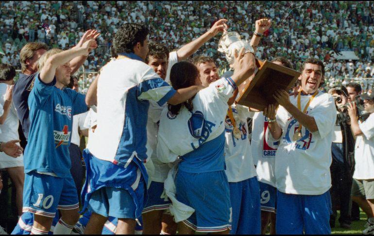 a837edc1047 Fue en el lejano 1997 cuando los azules alzaron el trofeo tras vencer en la  Final