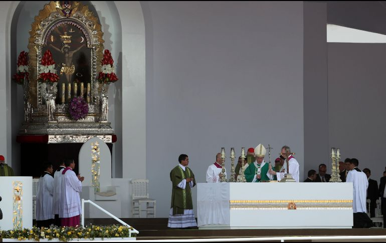 Francisco regresó a Lima para reunirse con el presidente Pedro Kuczynski