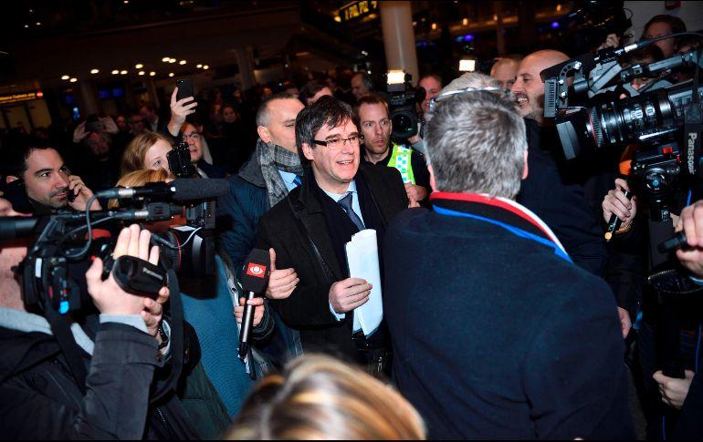 Fiscalía española pide reactivar orden de detención contra expresidente catalán Carles Puigdemont