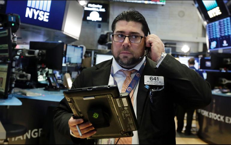 Wall Street cierra mixto: Dow Jones alcanza record y Apple