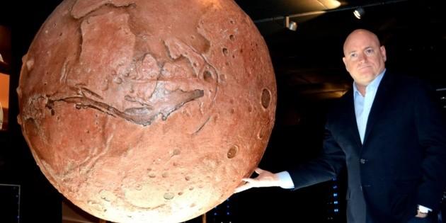 Scott Kelly critica propuesta de Trump de viajes a la Luna