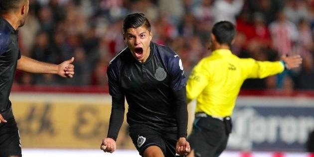 Ronaldo Cisneros agradece a compañeros y familia