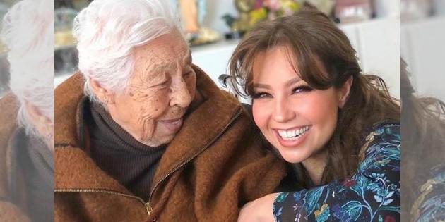 Thalía agradece invitación al festejo de su abuela