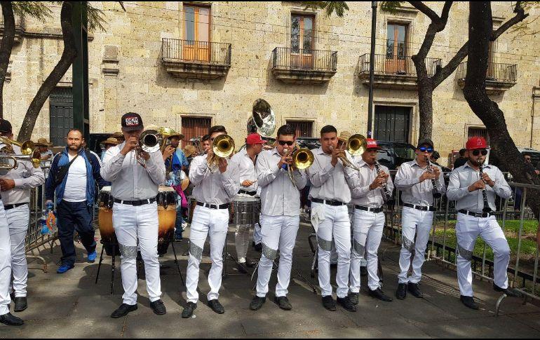 El mitin con que concluyó la manifestación estuvo amenizado por una banda de música regional. EL INFORMADOR/N. MARTÍN DEL CAMPO