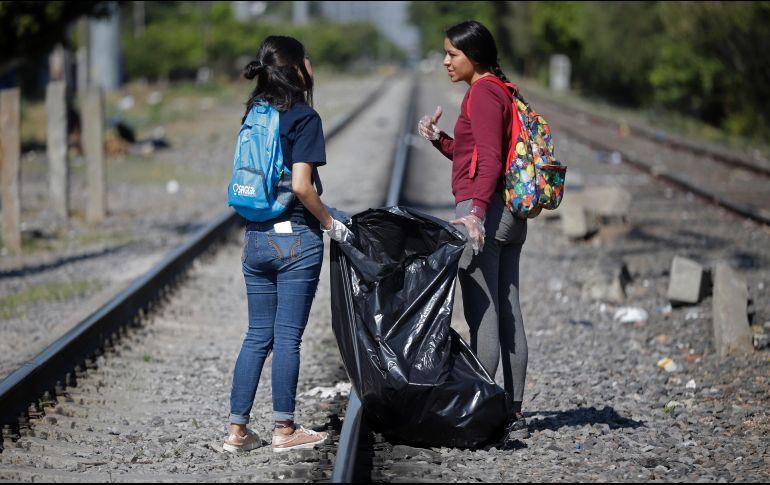 En promedio juntan 120 bolsas grandes de basura que posteriormente son recolectadas por el Ayuntamiento de Guadalajara. EL INFORMADOR/F. Atilano