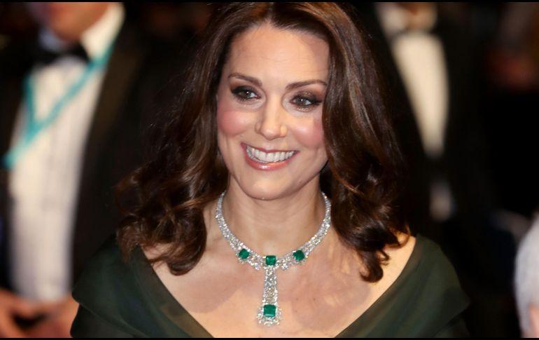 7eb4f2448 El polémico atuendo de Kate Middleton en los BAFTA