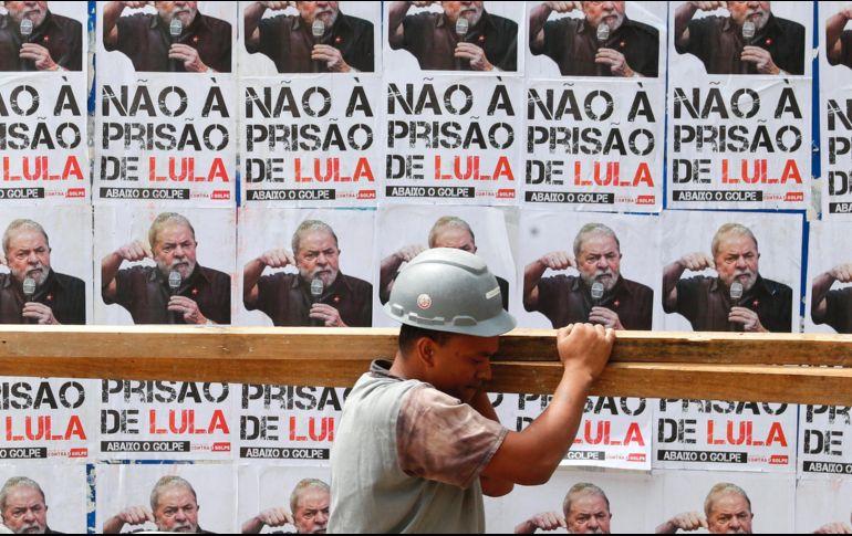 Los más recientes sondeos mostraron que los problemas judiciales de Lula da Silva no influyeron en sus aspiraciones a un tercer mandato. EFE  S. Moreir