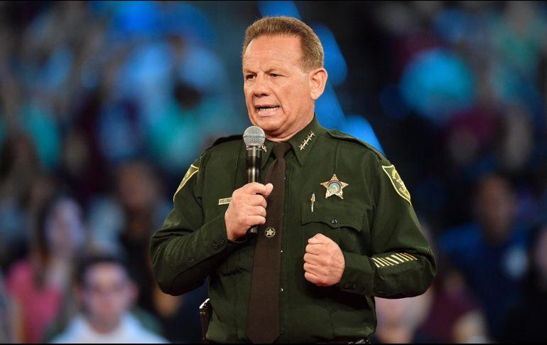Policía asignado a la escuela de Florida no intentó detener al atacante