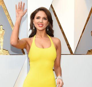 Vestido De Eiza González En Los Oscar Genera Memes El
