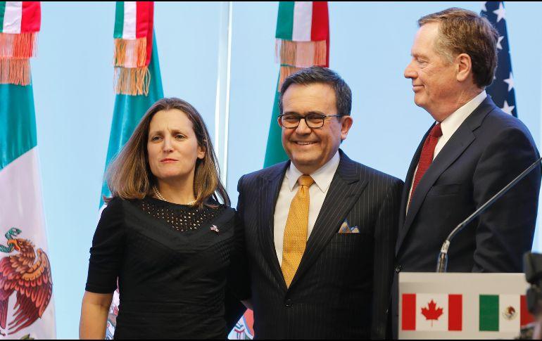 Lighthizer (der) manifestó que a pesar del arduo trabajo por los negociadores, no se ha avanzado como se quisiera. EFE / J. Nunez