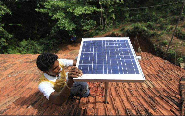 Los paneles solares sí tienen un costo alto a la hora de adquirirlos; sin embargo, tienen garantía por 25 años aproximadamente. AP / ARCHIVO