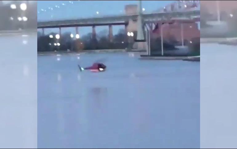Cae helicóptero al Río Este de NY