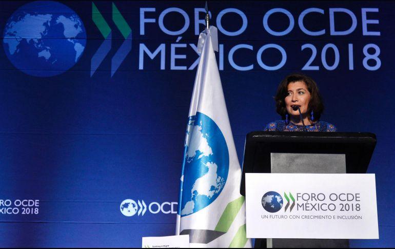 Recomienda la OCDE bajar impuestos a empresas y compensar vía IVA