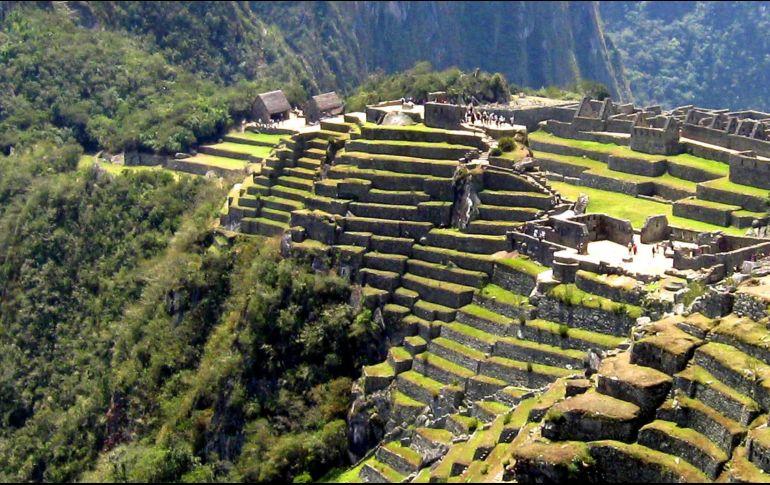 Expulsan a tres turistas europeos por mostrar la cola — Machu Picchu