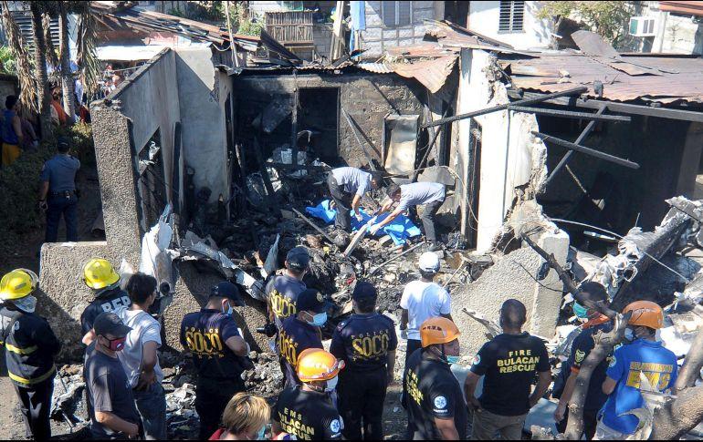 Choca avioneta contra casa en Filipinas; hay 10 muertos