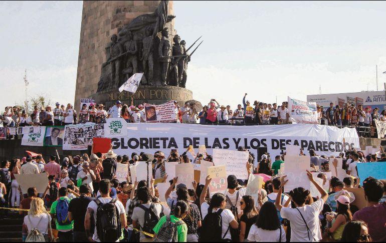 La Glorieta de los Niños Héroes se convirtió ayer en un símbolo de los desaparecidos en Jalisco y todo México. SUN