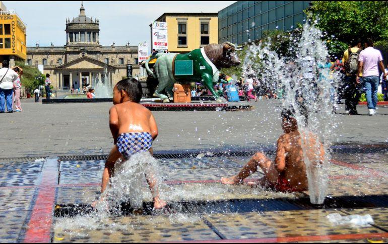Pronostican temperaturas de hasta 45 grados en cinco entidades del país